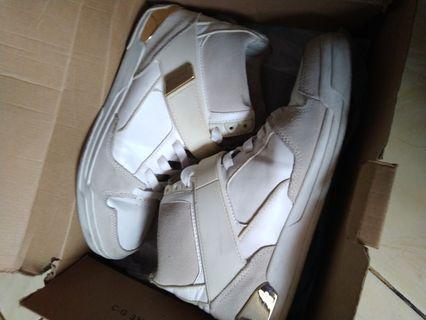 Zara dunk no uniqlo h&m bershka adidas vans new balance yeezy murah