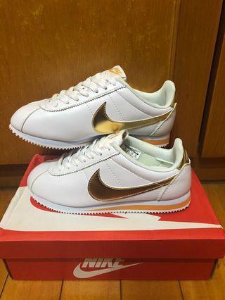 Nike阿甘鞋白底金色logo
