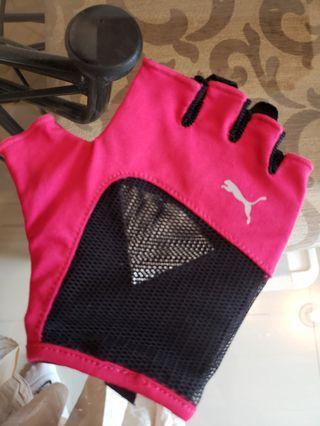 Gym gloves puma, masih bagus banget only worn 1x, size m, harga pas (nett)