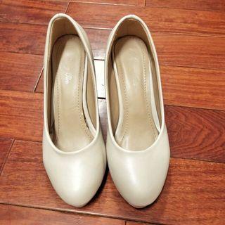 [二手]氣質米白高跟鞋