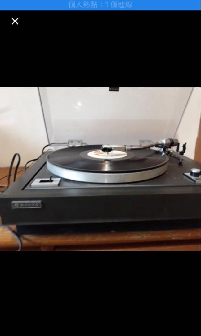 古董黑膠唱片機。