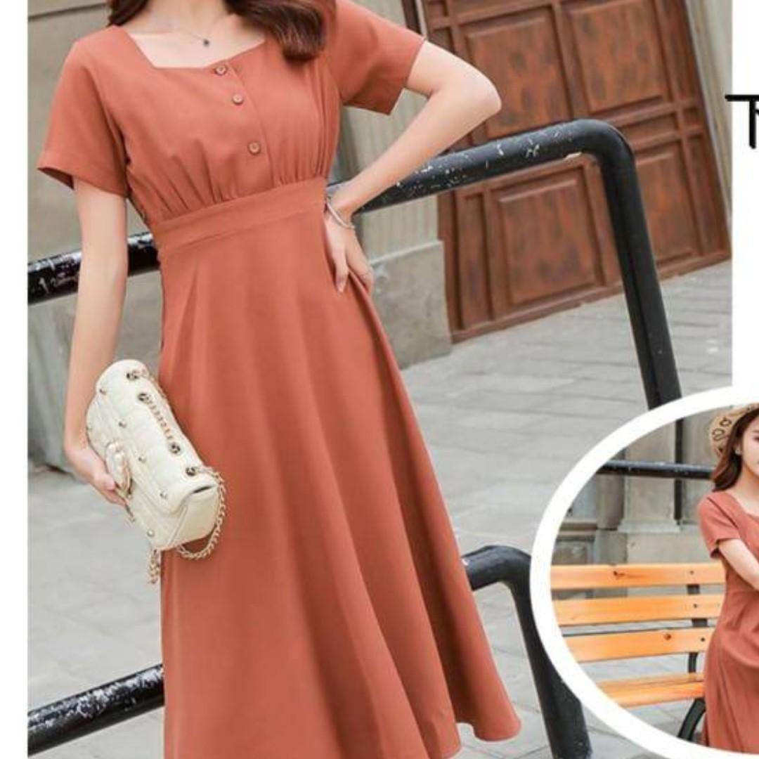 大尺碼短袖將於磚橘色長洋裝