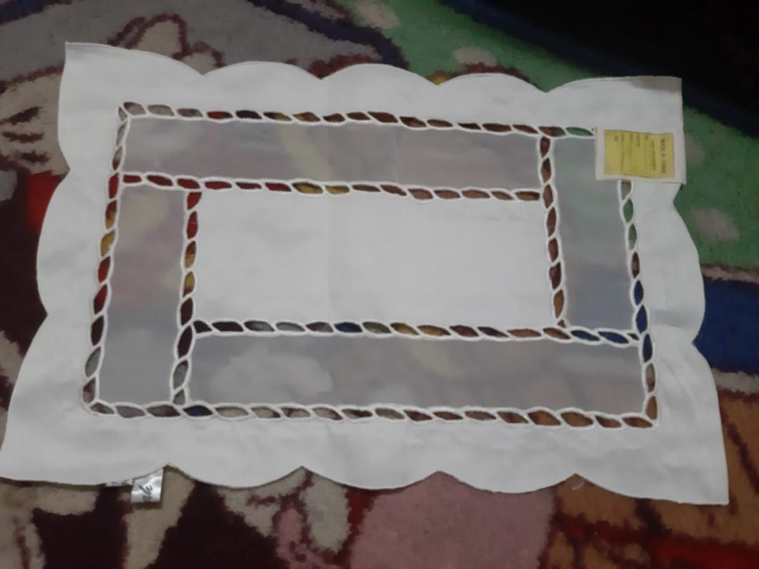 桌上餐巾 30cm x 44cm 共100張 (每张  25💰)