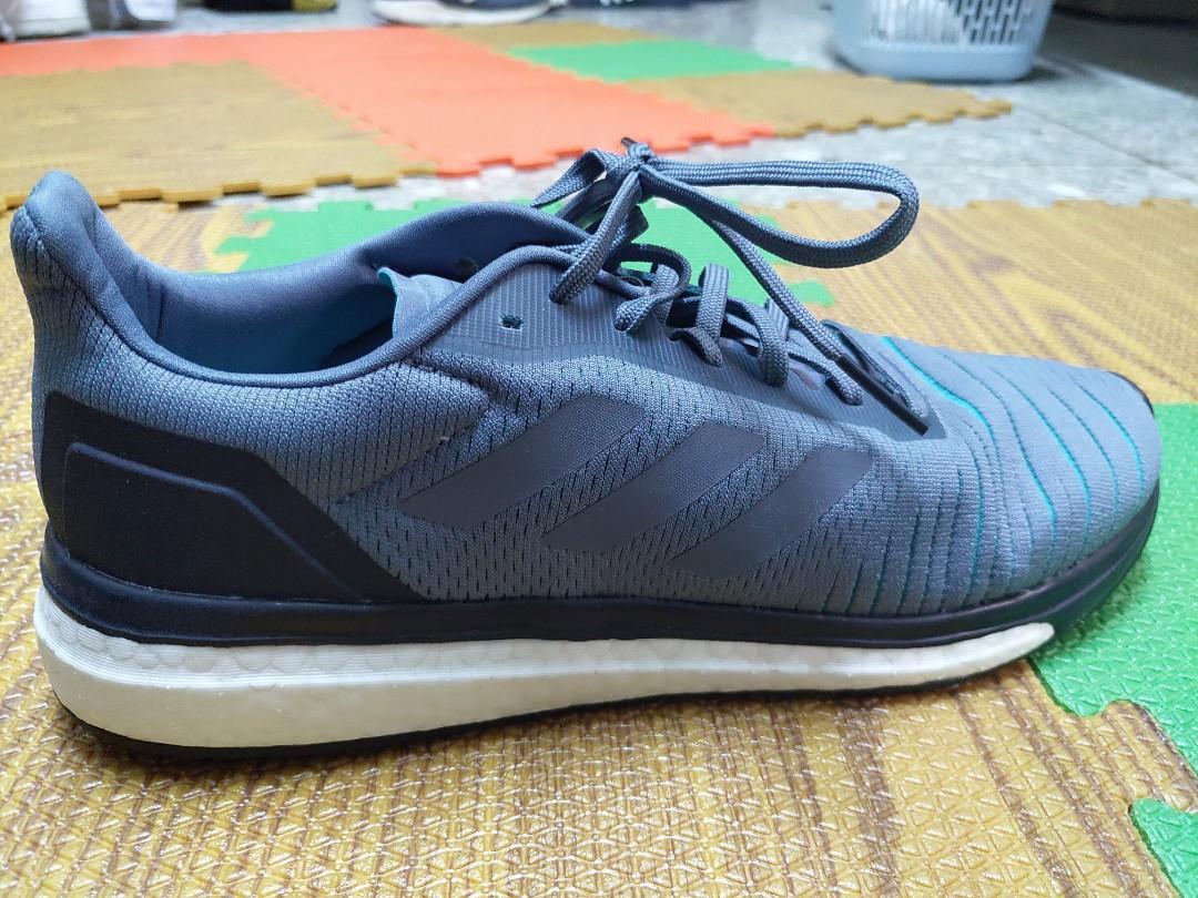 Adidas boost 慢跑鞋