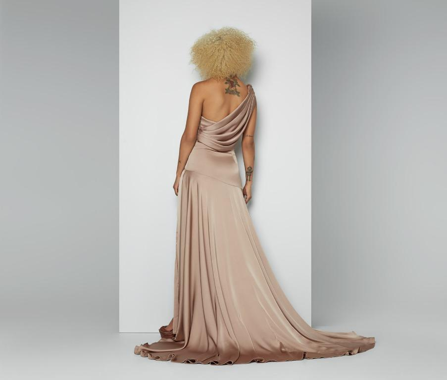 BNWT FAME & PARTNERS GOLD LAYLITA GOWN - SIZE 8 AU (RRP $365)