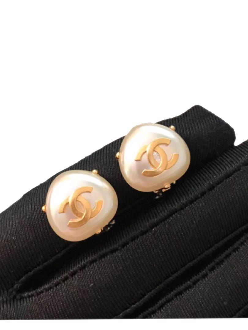 Chanel vintage faux pearl gold cc clip on earrings