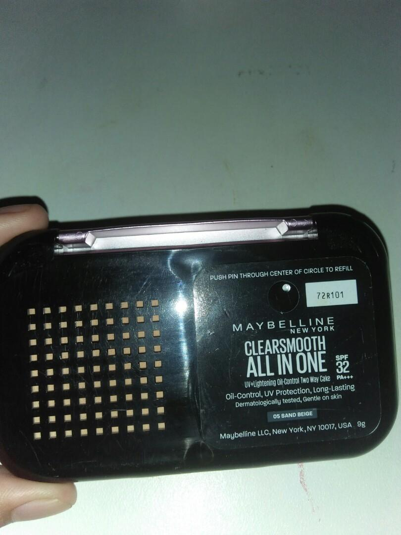 Clearsmooth all in one compact powder