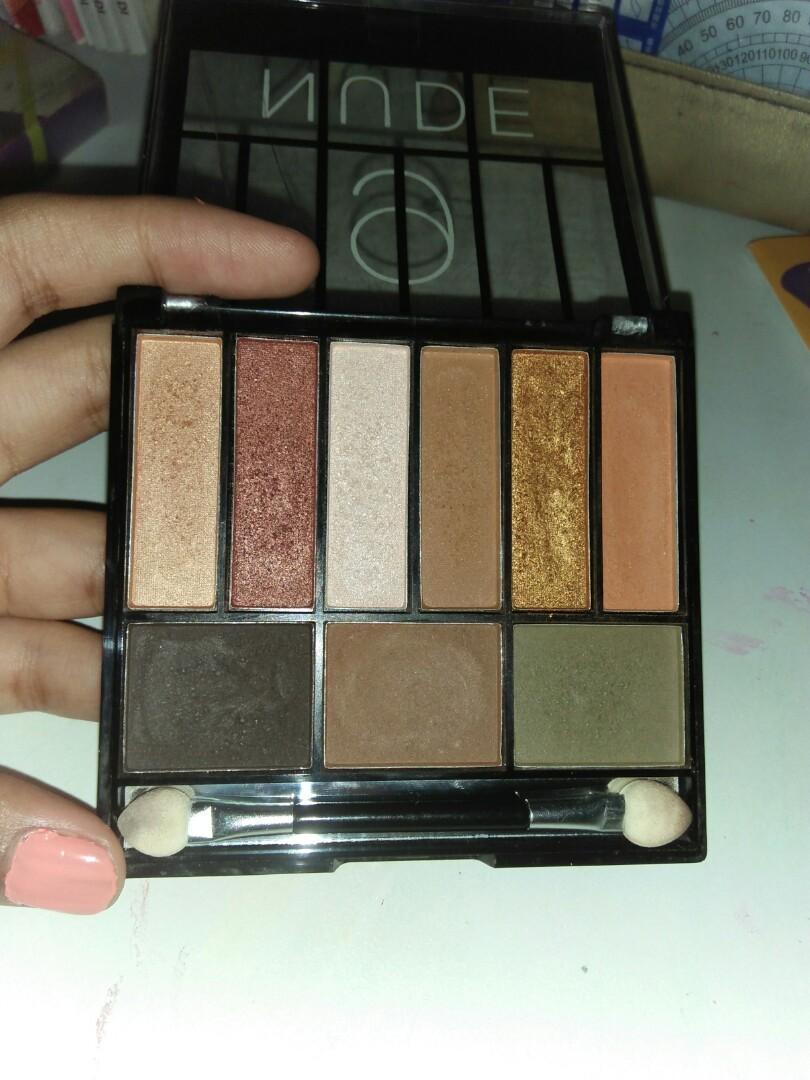 Nude eyeshadow palette makeup set