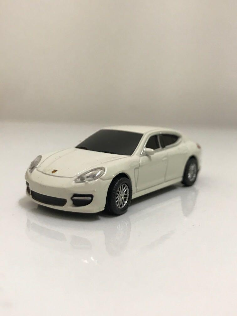 Porsche Panamera Turbo 4GB USB
