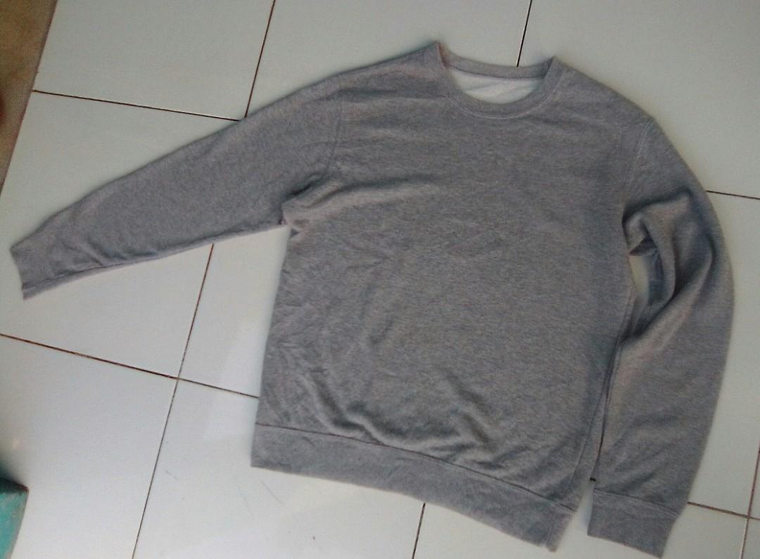 Sweater Crewneck Uniqlo abu-abu original