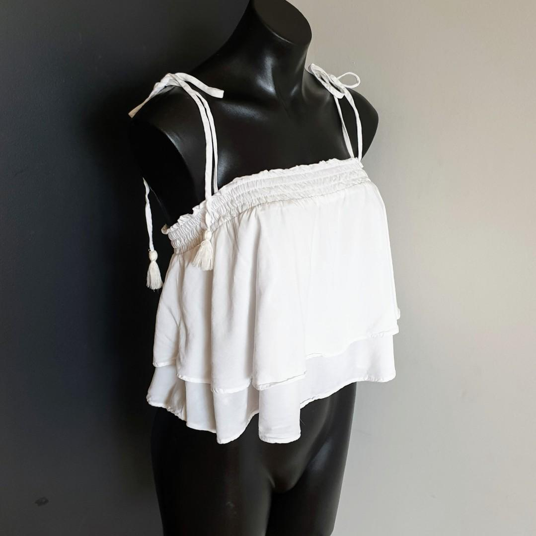 Women's size 8 'MISS SHOP' Gorgeous white elastic band top tassel ties - AS NEW