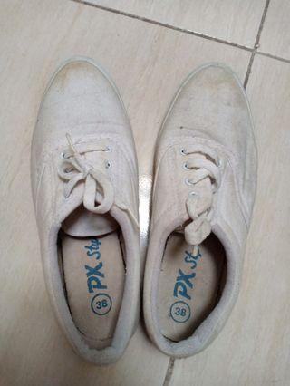 White shoes / sepatu santai / sepatu suster