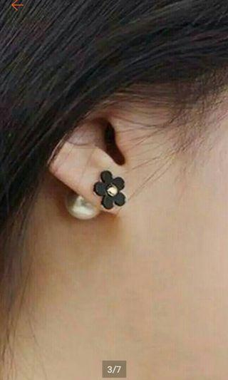 Anting tusuk 2 sisi black flower