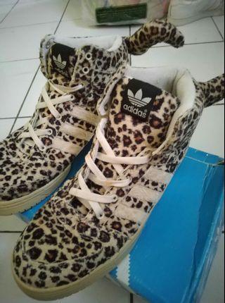 Adidas Jeremy Scott leopard size 44 ori