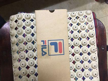 正版授權FILA防水輕便鞋6號—23.5公分