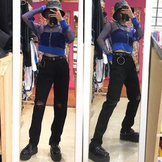 藍色短版網衣帽t/褲腳拉鍊開衩刷破造型牛仔褲/圓環吊飾圓環透孔皮帶