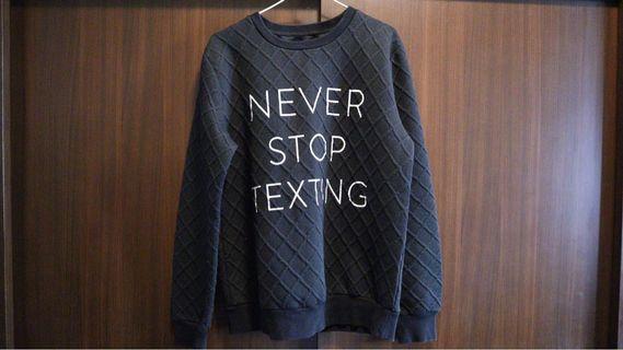 Never Stop Texting大學T