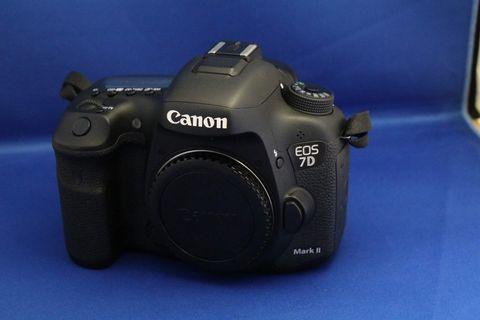 CANON 7D MARK 2+ 18-135MM