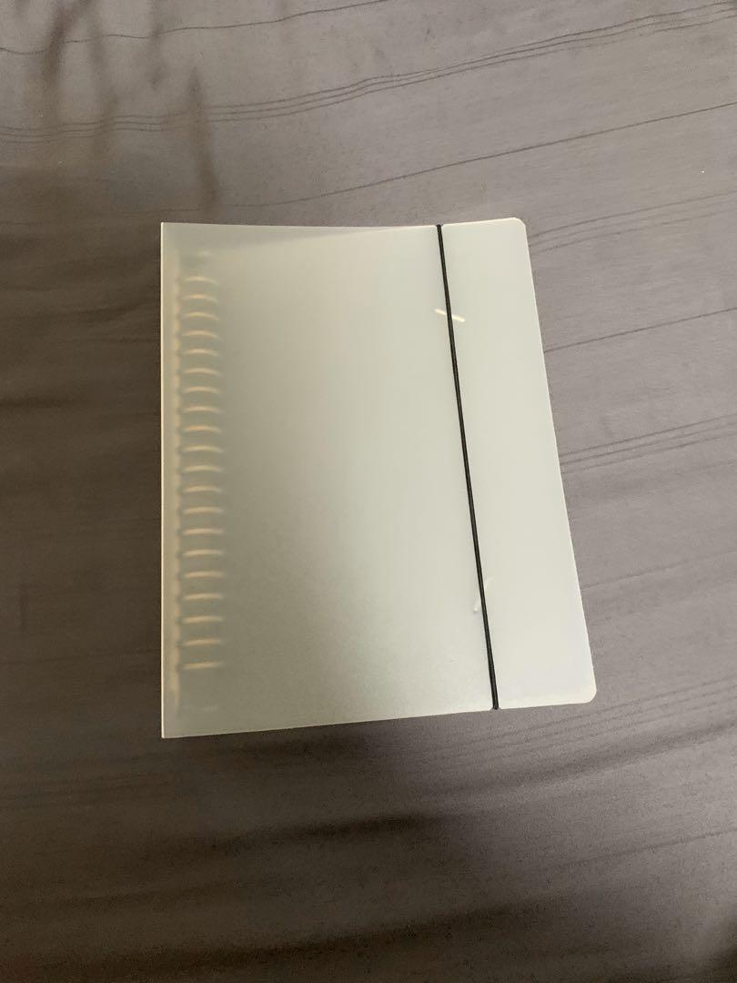 A5 folder with elastic