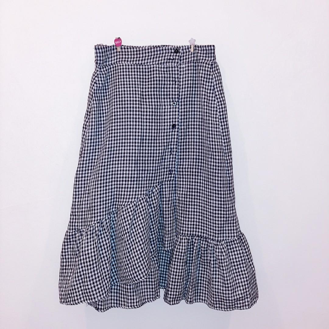 Korean long checkered skirt