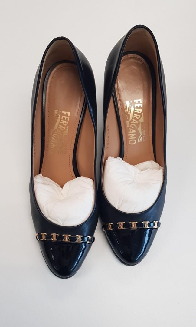 Rarely worn Salvatore Ferragamo Wedges size 9C