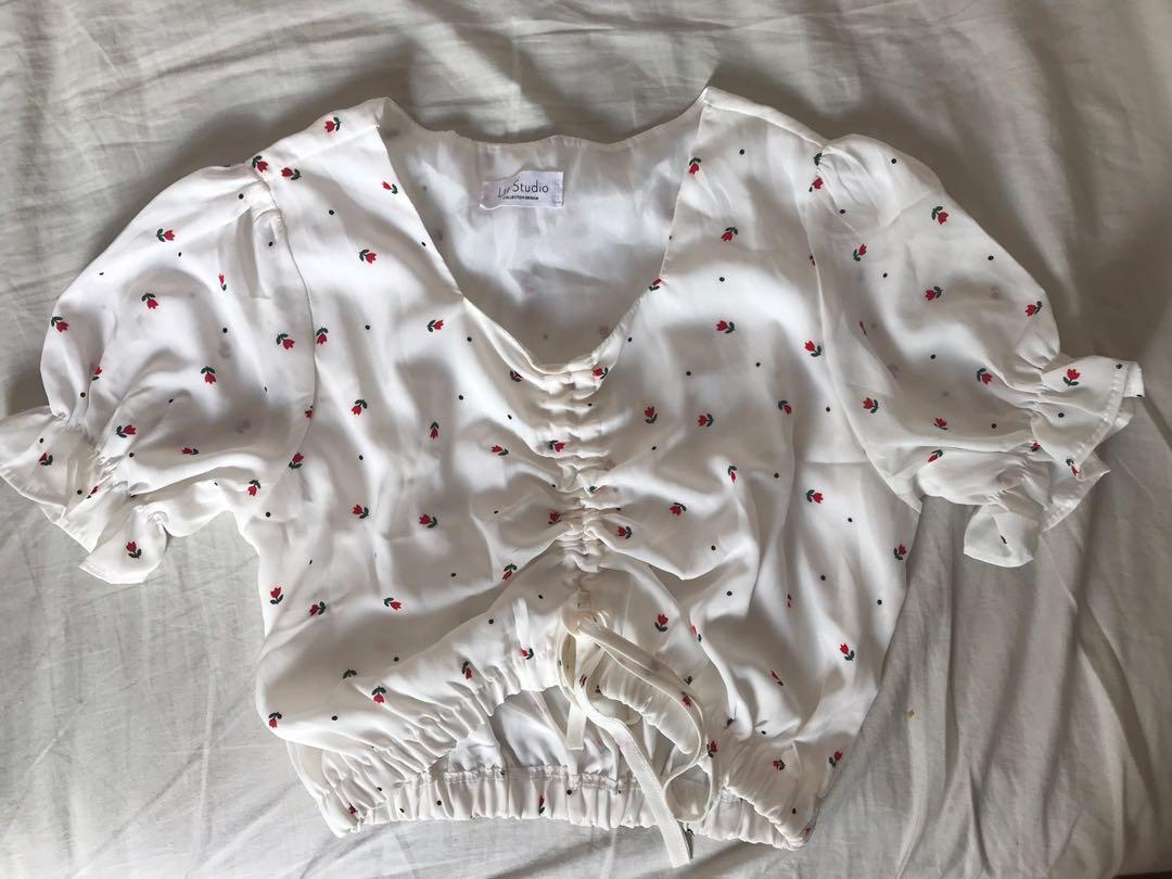 READY STOCK Floral wide neck crop top