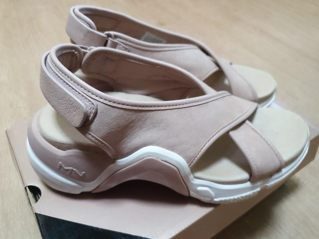 sketchers pink sandals