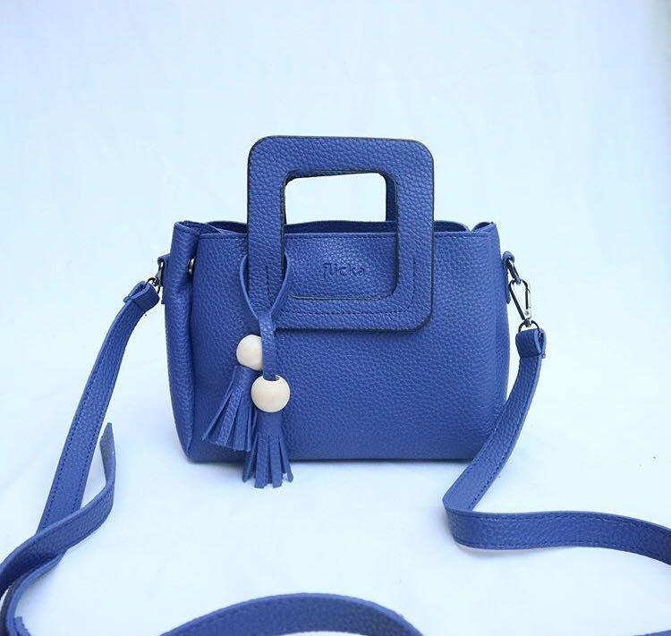 Sling bag leather