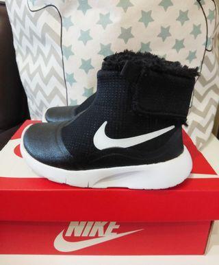 Nike毛毛雪地靴