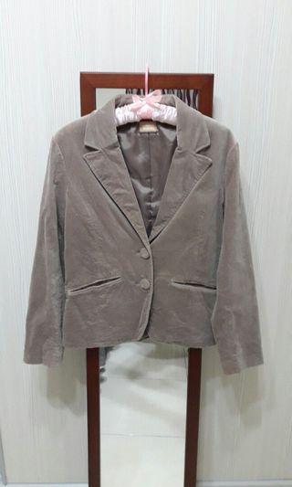 女-短版西裝外套(米色)