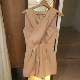 裸粉色前交叉無袖連身短褲