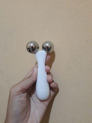 THE BODY SHOP Face Roller