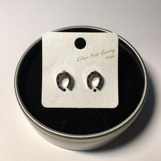 馬蹄鐵耳環