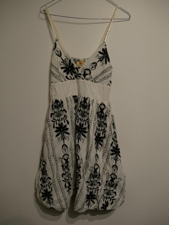 Black & White Floral Patterned Balloon Dress Size S