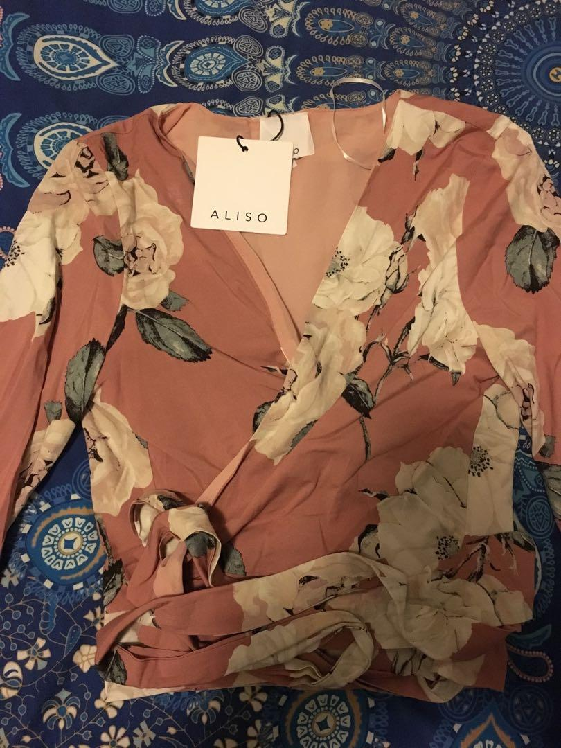 Bnwt long sleeve dusty pink floral wrap top size 8 RRP $49.99