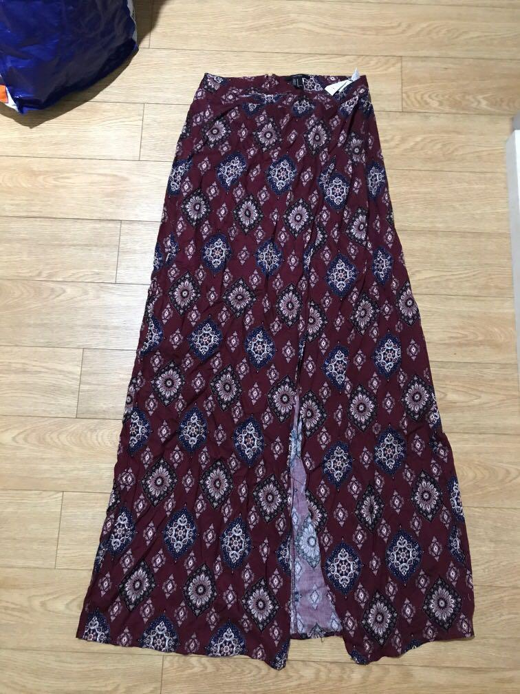 Maroon paisley floral like pattern maxi skirt with one split