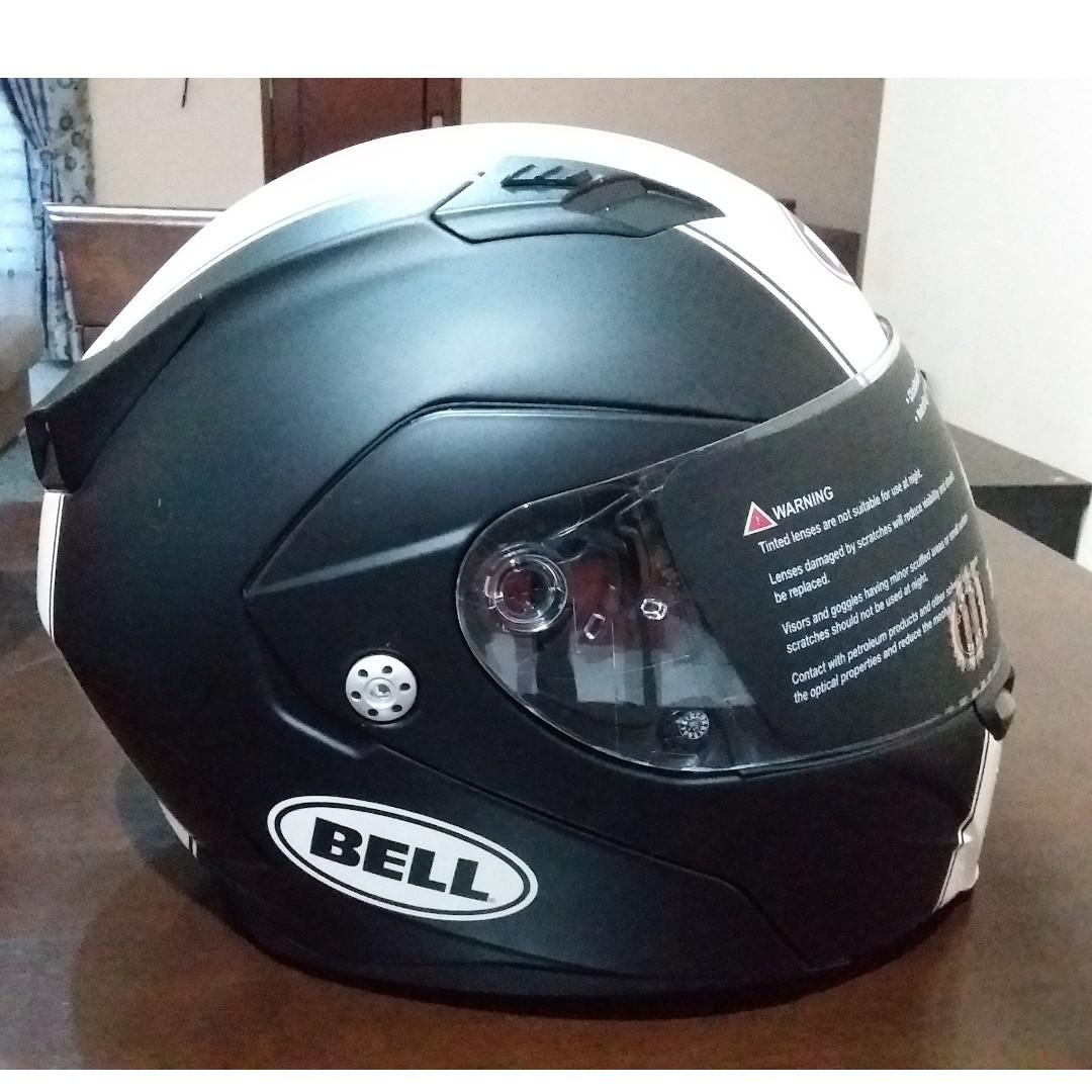 New and Original BELL Revolver Evo helmet.