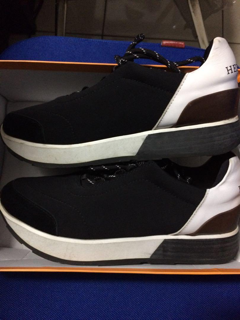 Sepatu Hermes Sports Other Sports Equipment On Carousell