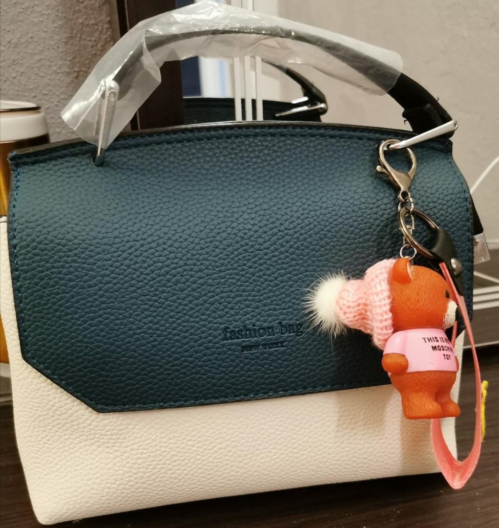 Small trendy outing bag
