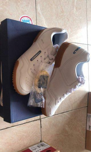 Sepatu putih new saint based