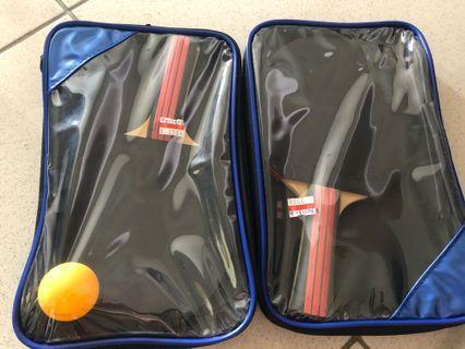 大人小孩皆可玩的桌球拍,只用一次,含套子,送一顆乒乓球