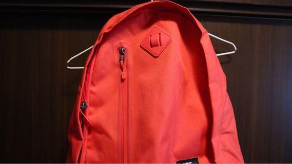 Nike紅色後背包