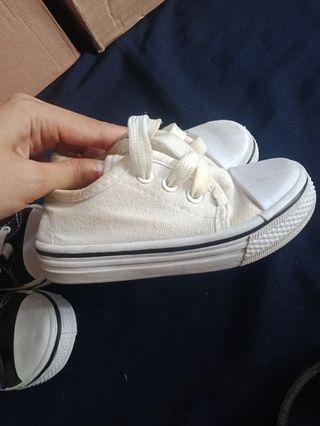 Sepatu Putih converse anak
