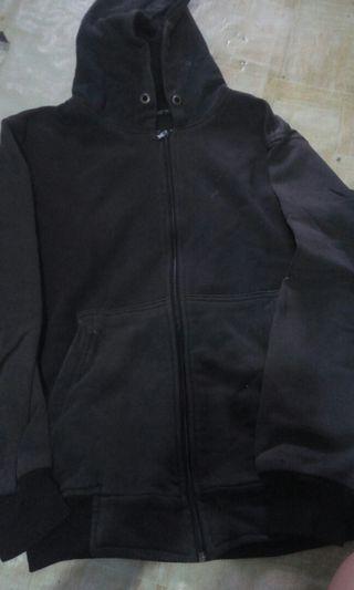 Jaket hoodie hitam