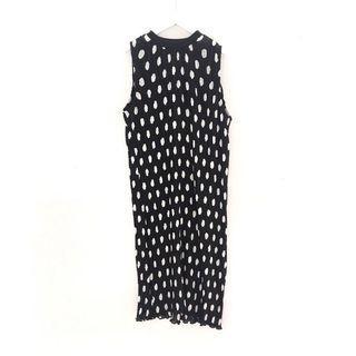 Dress :: 個性百搭黑白點點無袖百摺雪紡洋裝