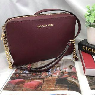 MICHAEL KORS JET SET ITEM LARGE EAST WEST CROSSBODY IN MERLOT