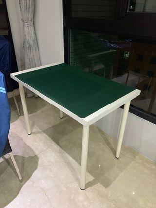 Ikea 桌 附一塊桌墊