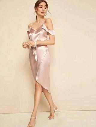 歐美氣質名媛風🌸緞面洋裝