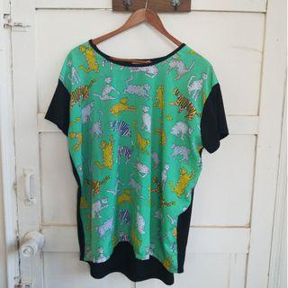 『二手衣出清』韓版黑色綠色動物圖樣上衣 T恤