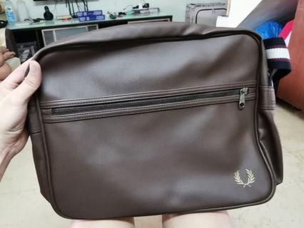 #10.10 Fred Perry Sling Bag